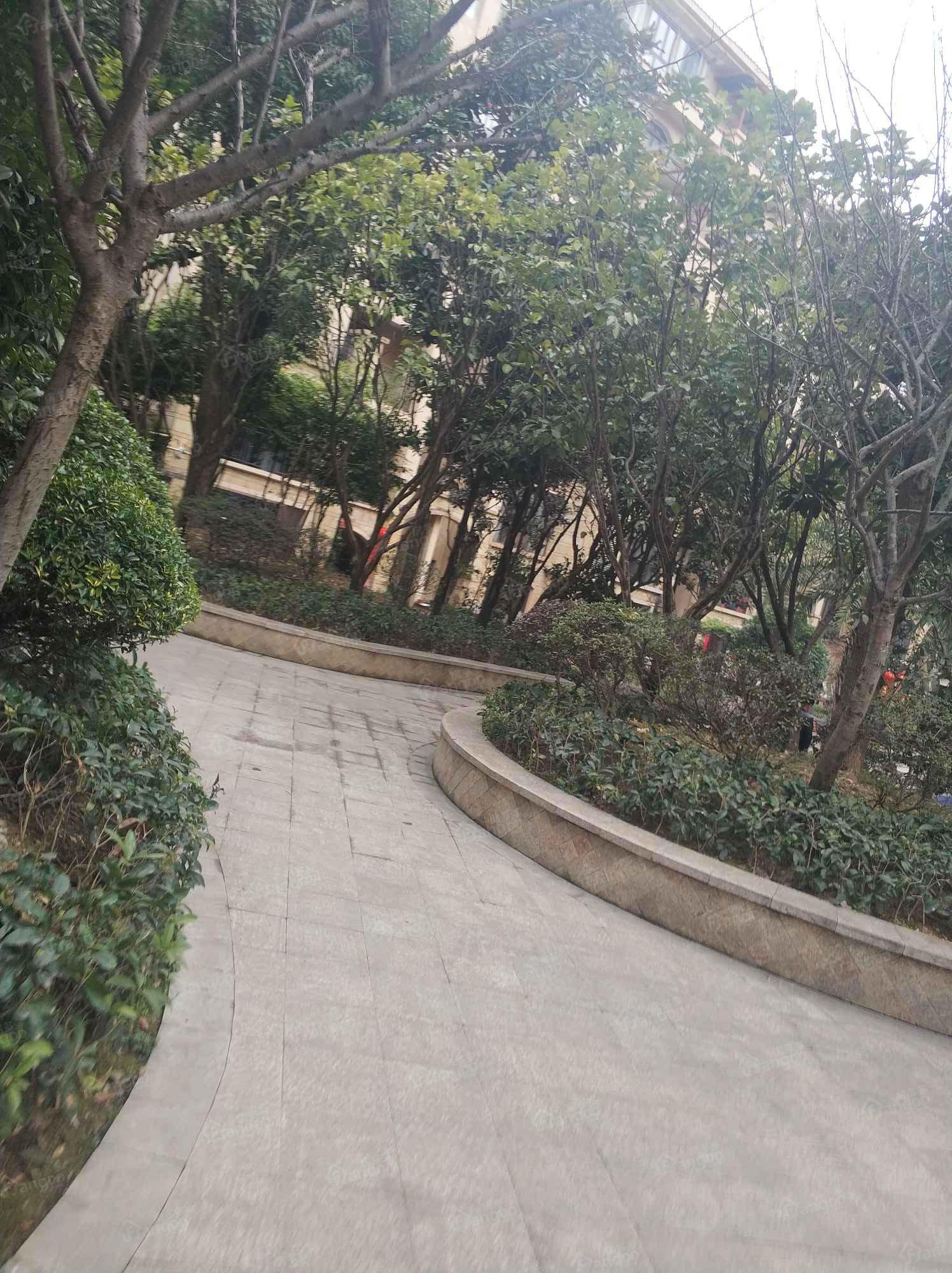 晋鹏山台山小区图片