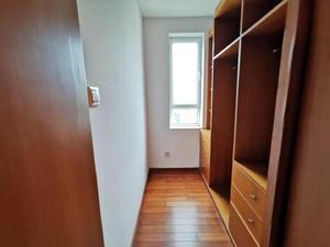 香山丽舍(公寓) 3居 朝南北 电梯房 靠近地铁