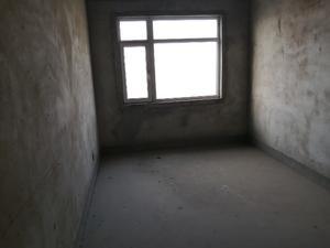 四房,采光佳,无遮挡!客厅很大,共享阳台。总价低,面积大实惠