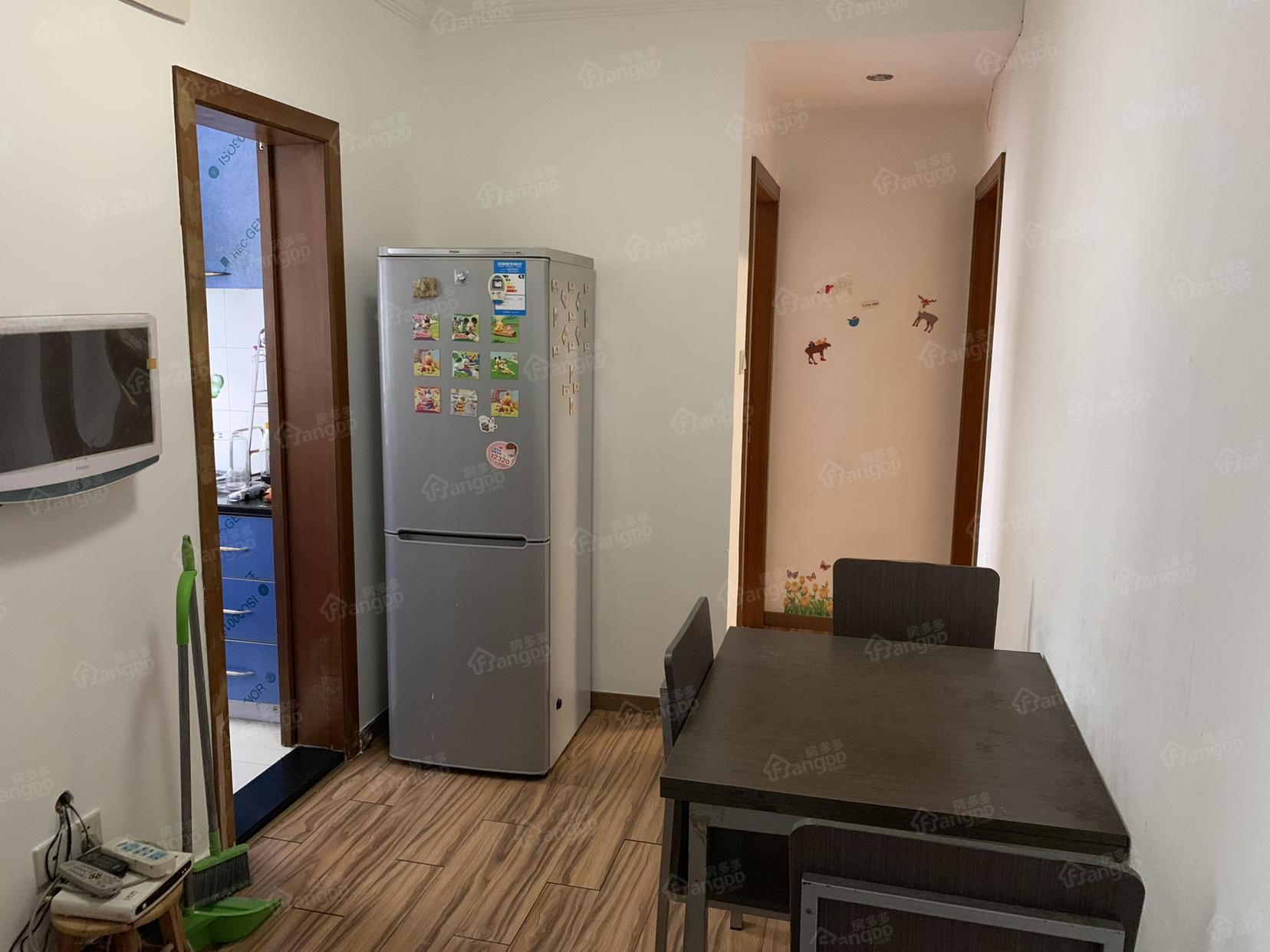 世纪公园低总价两室,空关急售 厅